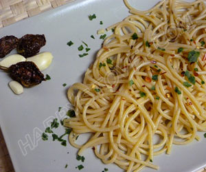 Spaghetti aglio olio e peperoncino (Garlic, Olive Oil and hot peppers)