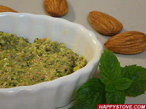 Mint and Almonds Pesto Sauce - By happystove.com