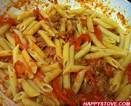 Penne Pasta with Sausages and Bell Peppers - By happystove.com