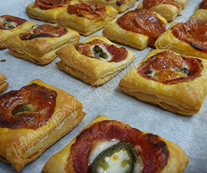 Puff Pastry Mini Pizza Snacks - By happystove.com
