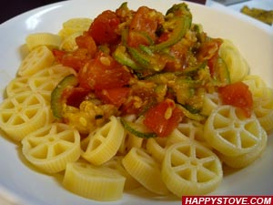 Pasta with Spicy Zucchini and Fresh Tomatoes - By happystove.com