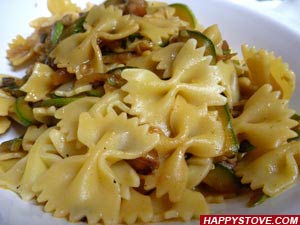 Farfalle Pasta with Zucchini and Bacon Sauce - By happystove.com